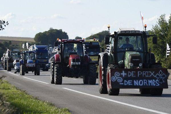 Le convoi des agriculteurs bretons dans l'Eure sur l'A13