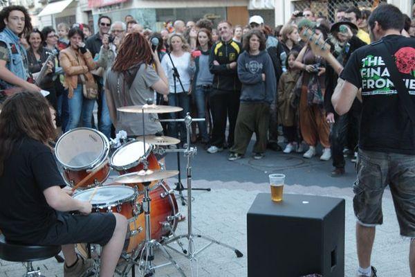 Comme chaque année, au solstice d'été, la Fête de la Musique électrisera les rues partout en France.