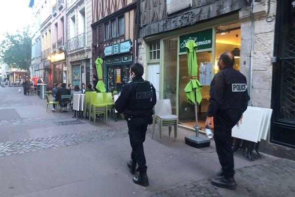 La police nationale veille à ce que la fermeture des terrasses à 21h soit respectée.