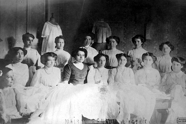 Les couturières de la maison Renaud Lingerie à Limoges