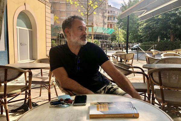 Jean-Marc Graziani, auteur d'un premier roman très remarqué, De nos ombres, chez Joëlle Losfleld
