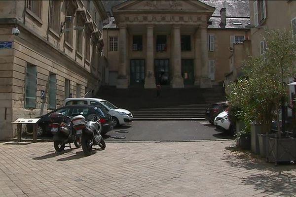 L'affaire a été jugée par le Tribunal de Poitiers mais les faits avaient eu lieu en Vendée.