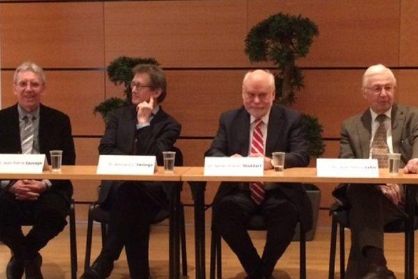 Jean-Pierre Sauvage, Bernard Feringa, Sir James Fraser Stoddart et Jean-Marie Lehn