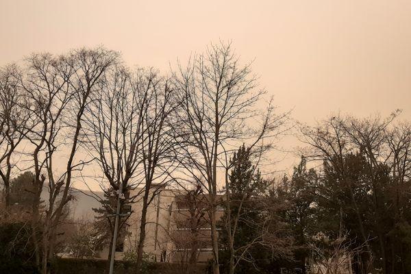 A Clermont-Ferrand aussi, le ciel est ocre.