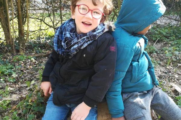 Lolouan, enfant autiste, en Mayenne, ses parents se heurtent aux difficultés administratives