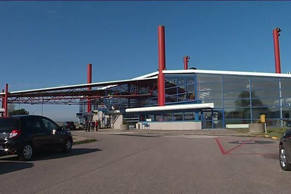 Les vols Rouen-Lyon partaient à l'origine de l'aéroport de Rouen Vallée de Seine situé à Boos.