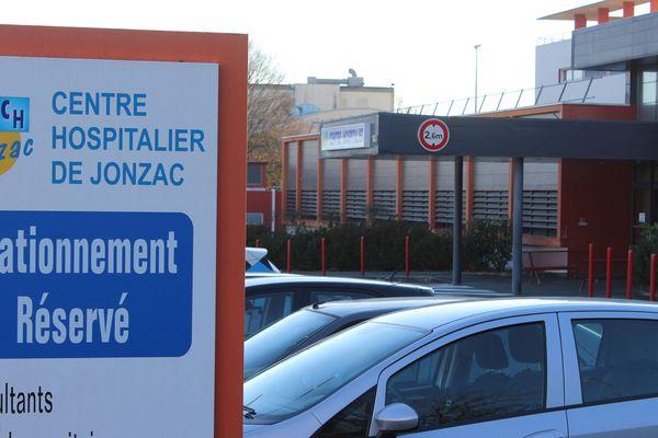 Joël Le Scouarnec exerçait à l'hôpital de Jonzac. Ce chirurgien spécialisé en chirurgie viscérale a été en poste à l'hôpital de Jonzac entre 2008 et 2017.