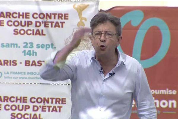 """Mélenchon appelle """"le peuple"""" à """"déferler"""" à Paris le 23 septembre """"contre le coup d'Etat social"""" de Macron."""
