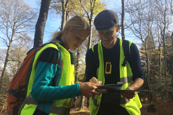Les environs de la Loge des Gardes, au sud du département de l'Allier, sont sillonnés par des cartographes venus de Tchéquie. Ils préparent des cartes pour la course d'orientation qui s'y tiendra en mai 2018.