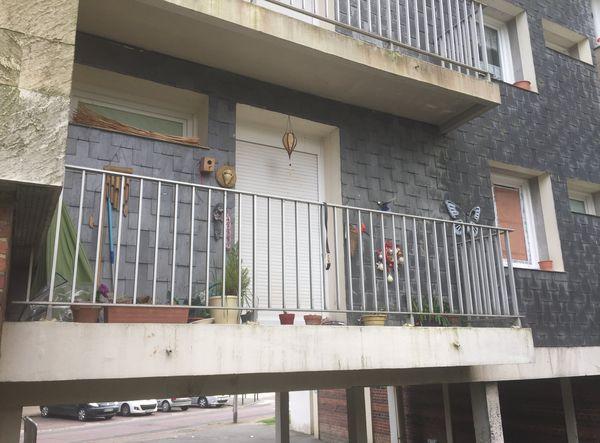 C'est dans cet appartement du quartier Hauteville que le corps du quinquagénaire a été retrouvé.