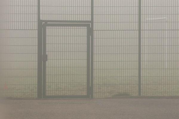 Ce 24 novembre, on distingue à peine la cage des buts du stade, pourtant à quelques mètres