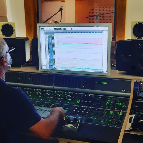Nathalie Danaux en cours d'enregistrement.