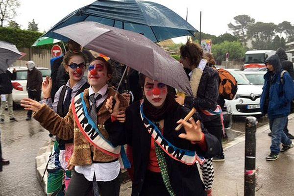 Des étudiants déguisés en clown, au départ de la mobilisation contre la loi Travail à l'Université Paul Valéry de Montpellier, mardi 5 avril 2016