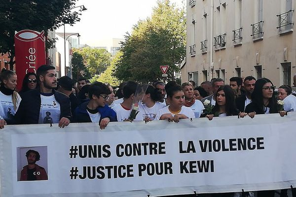 Le 4 octobre, Kewy, un lycéen de 15 ans, est décédé suite à une violente rixe à l'entrée du stade municipal des Lilas (Seine-Saint-Denis).