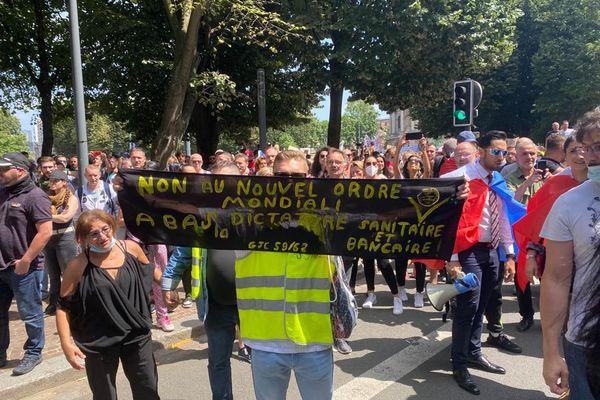 Plus de 2000 personnes étaient présentes sur place à Lille pour manifester contre le pass sanitaire.