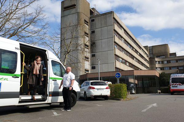 Le service proxitan fonctionne de 5h00 à 22 heures. é(à chauffeurs de la Semitan se sont portés volontaires.