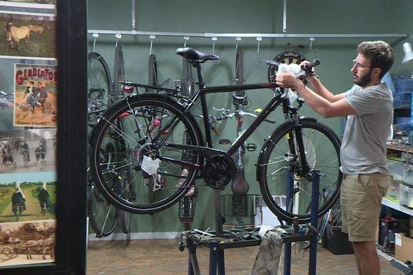 Difficile d'acheter un vélo en ce moment : les commandes se multiplient, sans que les acheteurs ne puissent voir le modèle.