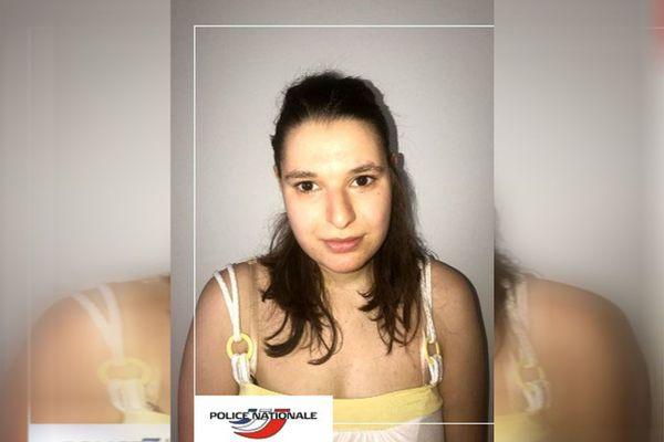 Le commissariat de Décines-Charpieu lance un appel à témoins suite à la disparition de Kelly Thullier. La jeune femme souffre de déficience mentale.