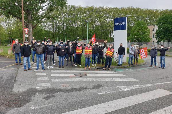Piquet de grève ce matin devant l'un des deux sites toulousains d'Airbus Defence and Space