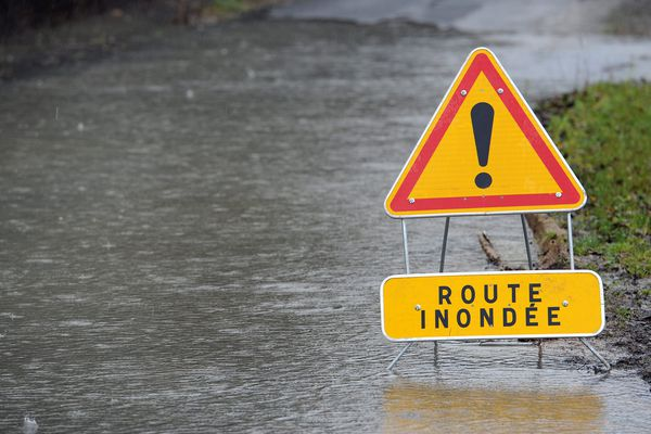 Route inondée illustration