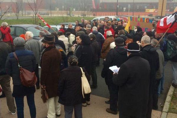 Un rassemblement pour dénoncer le projet de déchéance de nationalité et l'état d'urgence a eu lieu à Mâcon, en Saône-et-Loire, samedi 30 janvier 2016.