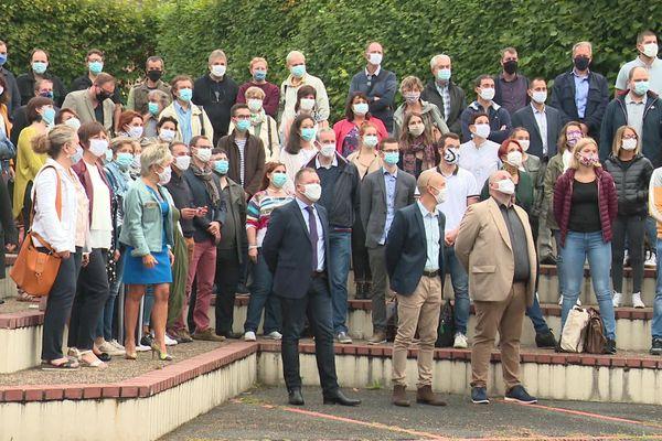 Photo de classe masquée pour la rentrée des professeurs au lycée Felix Faure de Beauvais