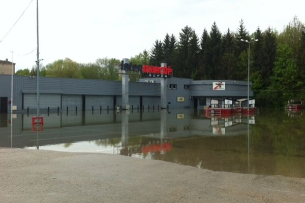 "Inondation Bar-Sur-Seine (hypermarché ""Inter-Marché"")"