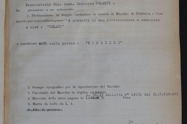"""1939: le """"Pinguino"""" (la glace enrobée de chocolat sur bâtonnet) est officiellement né! Enregistré sous le nom de """"Pinguini"""" dans les registres du """"conseil et bureau départemental de l'économie corporative"""" (le bureau des brevets de l'époque fasciste)"""