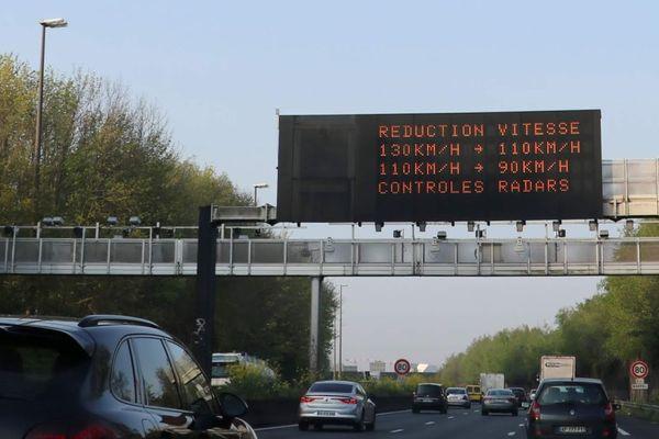Il est fortement suggéré aux conducteurs de réduire leur vitesse lors de pics de pollution.