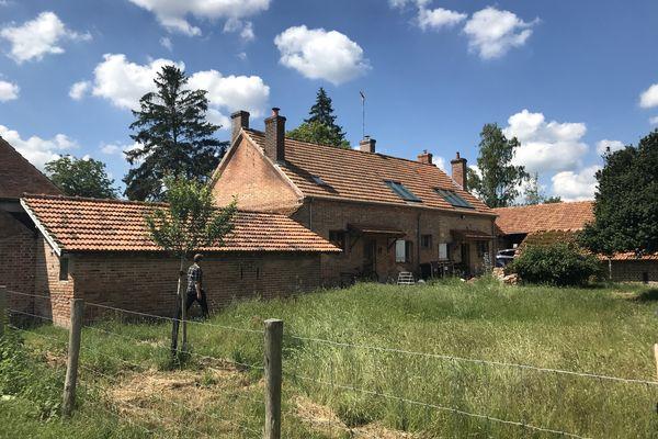 La ferme familiale que Nils Aucante retape petit à petit à Yvoy-le-Marron en Sologne
