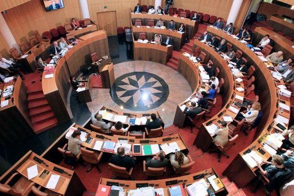 Jeudi 20 décembre, les élus de l'Assemblée de Corse ont rendu hommage à Edmond Simeoni.