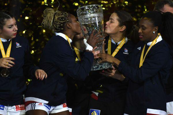 Le 17 décembre 2017, les handballeuses françaises lors de leur sacre en tant que championnes du monde