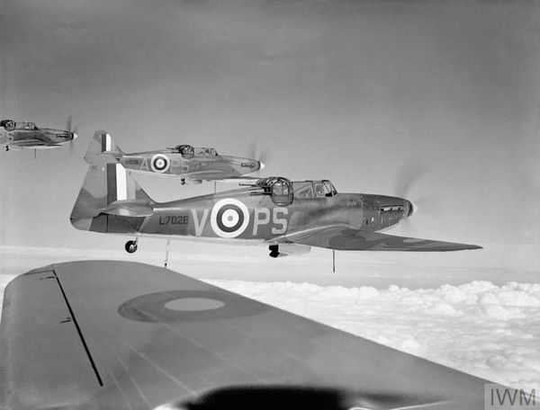 Des Boulton Paul Defiant du 264 Squadron en formation en août 1940.