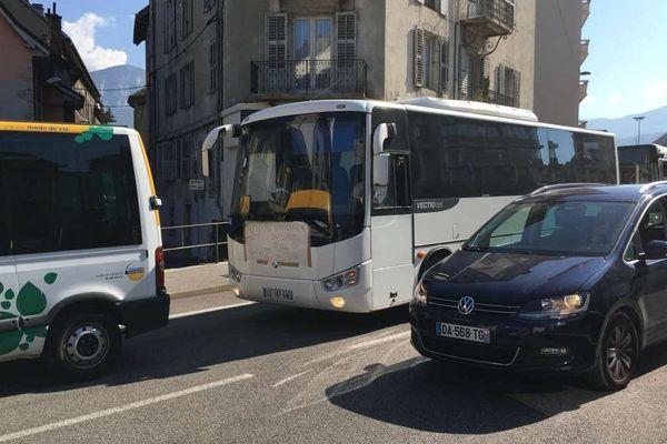 A partir du 1er janvier 2019, le Grand Chambéry va changer d'exploitant pour les transports publics. Kéolis prendra la place de Transdev. Ce qui inquiète des salariés des entreprises sous-traitantes du délégataire historique.