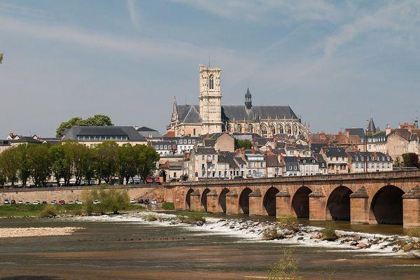 Panorama de la ville de Nevers depuis la rue du Plateau de la Bonne Dame