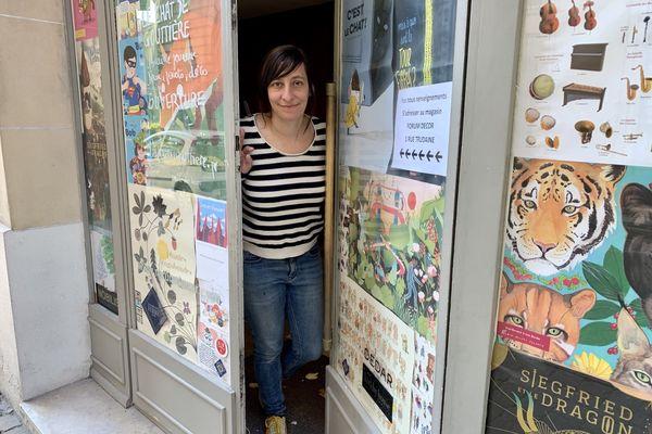 """Inès Champion, la libraire du """"Chat de Gouttière"""" à Troyes, installe une librairie jeunesse à Reims, près de la place Royale, elle ouvrira fin mai."""