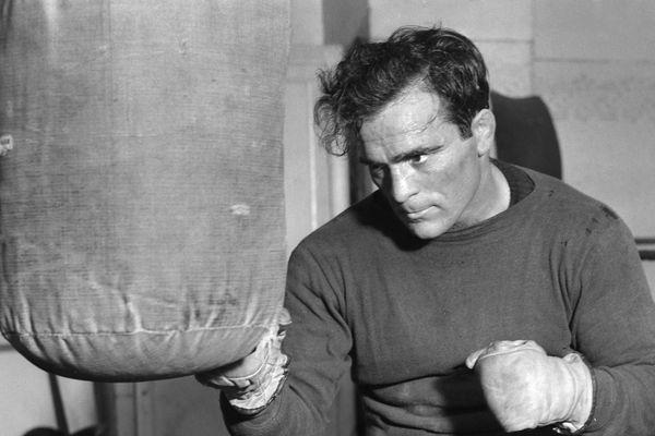Le boxeur français Marcel Cerdan à l'entrainement, en 1946, trois ans avant sa mort tragique.