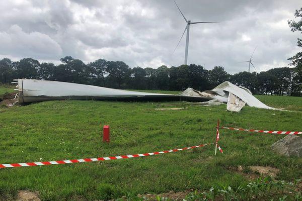 La pale de 20 tonnes est tombée au pied du pylône alors que le temps était clément. Une enquête est en cours pour comprendre les causes de cette chute. Aucune victime n'est à déplorer.