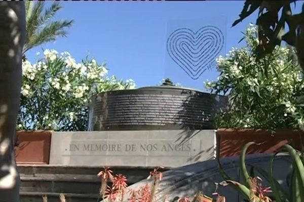 Mémorial provisoire en hommage aux victimes du 14 juillet 2016 de l'attentat de Nice