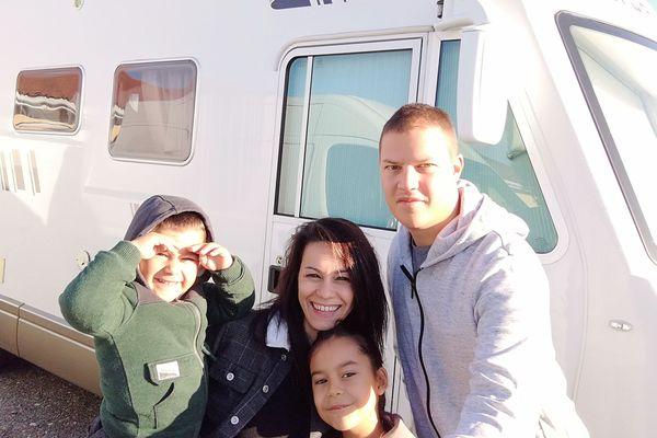 Vanessa, Thomas, Carla et Noa vont parcourir près de 30 000 km à travers l'Europe à bord de leur camping-car.