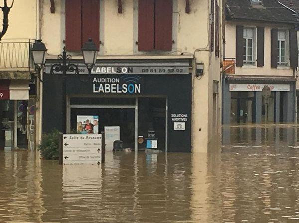 Les magasins sont sous l'eau à Salies de Béarn