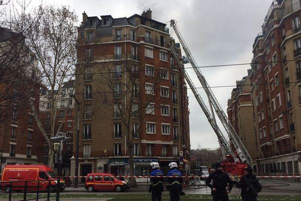 Un incendie s'est déclaré porte d'Orléans à Paris jeudi en milieu de journée.