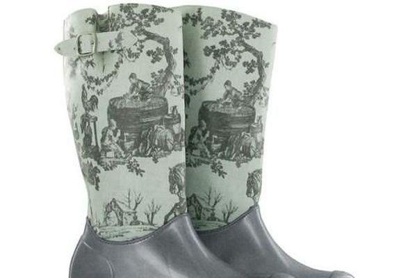 On trouve de tout sur #souvenirsMW du Château de Versailles, même une paire de bottes en motif Toile de Jouy
