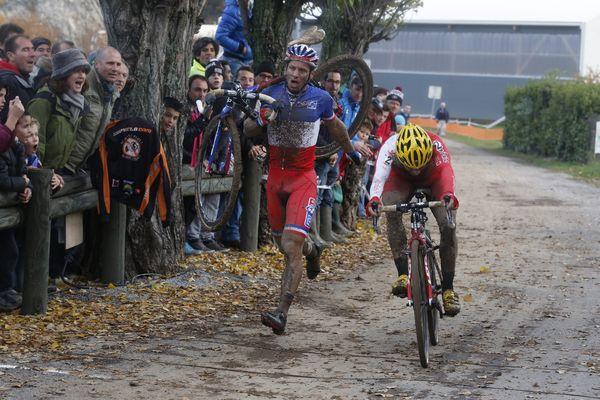 Un cyclo-cross terminé au pas de course pour Francis Mourey