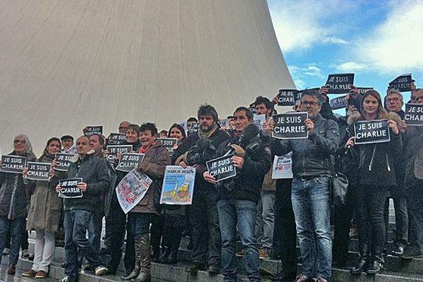 La presse havraise unie, tous médias confondus, au pied du Volcan (avec notamment des journalistes de France Bleu, France 3 et de la Presse Havraise)