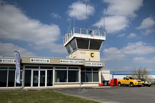 La tour de contrôle de l'aérodrome de Reims-Prunay