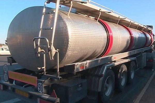 A9 - un camion citerne transportant du vin espagnol - janvier 2017.