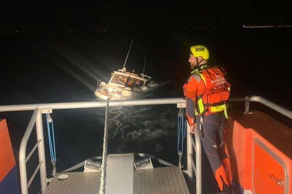 Agde (Hérault) - 8 personnes, dont un bébé, sauvées de la noyade par la SNSM, leur bateau a coulé - 15 juillet 2019.