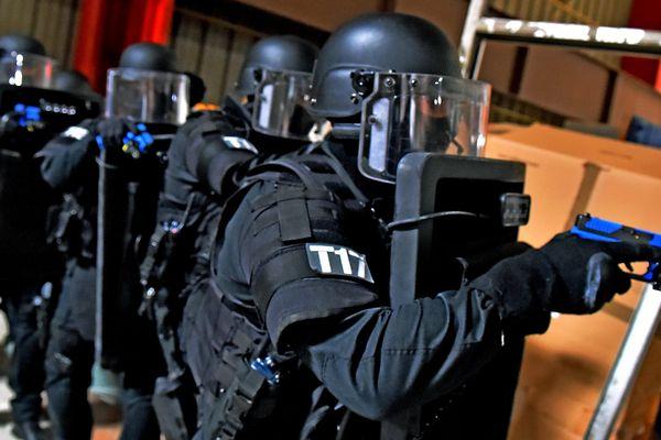 des policiers du Raid lors d'un entraînement