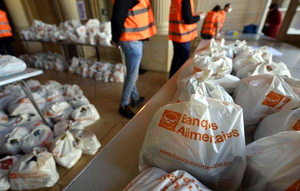 Une distribution de denrées alimentaires assurée par la Banque Alimentaire qui a suppléé des associations au début de l'épidémie de coronavirus.